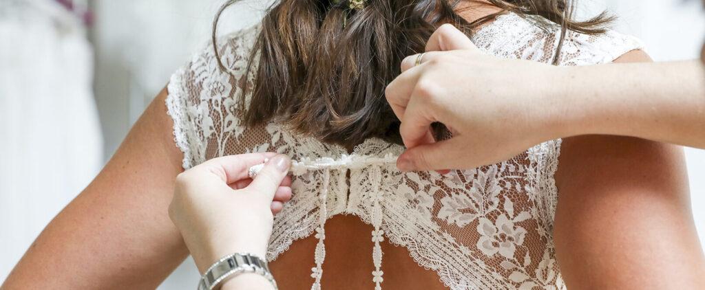Brautkleid, Hochzeitskleid, Brautkleidkauf, Anprobe, Spitzenkleid