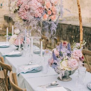 Tischdeko, Hochzeitsdeko, Hochzeitskonzept, Hochzeitsblumen in Pastelltönen